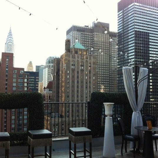 รูปภาพถ่ายที่ Upstairs โดย Lindsay N. เมื่อ 5/1/2012