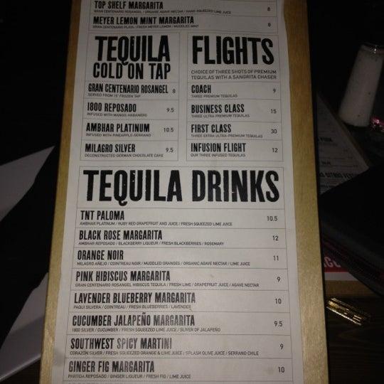 Снимок сделан в TNT - Tacos and Tequila пользователем Eloy V. 2/25/2012