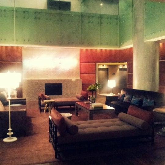 Снимок сделан в Magnolia Hotel пользователем Audrey L. 7/30/2012