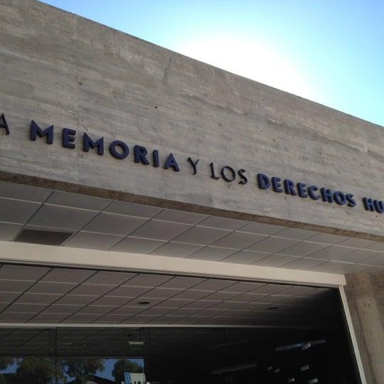 Foto diambil di Museo de la Memoria y los Derechos Humanos oleh Andrés David A. pada 4/7/2012