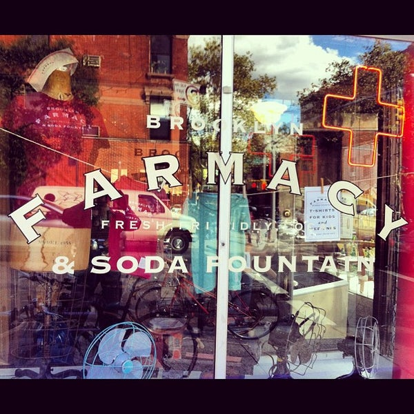 Foto scattata a Brooklyn Farmacy & Soda Fountain da Robert S. il 9/9/2012