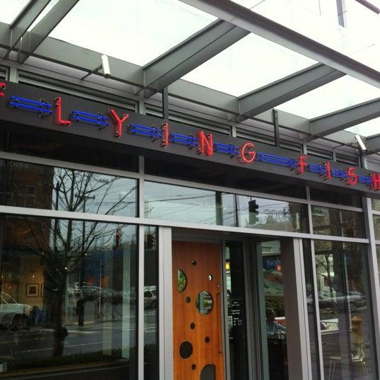 3/15/2012에  ℋumorous님이 Flying Fish에서 찍은 사진