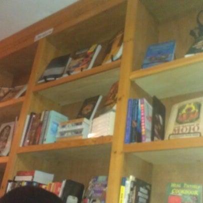 Foto scattata a Sankofa Books & Video da Jennifer il 9/2/2012