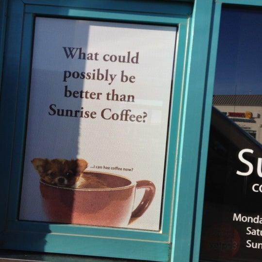 Снимок сделан в Sunrise Coffee пользователем scott s. 6/8/2012