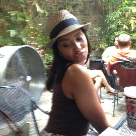 Foto tomada en Bourbon Heat por Theresa J. el 5/26/2012