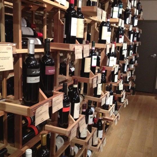 Foto scattata a Cork Wine Bar and Market da Ian T. il 2/14/2012