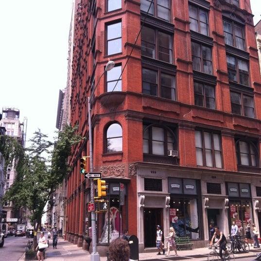 Das Foto wurde bei Fishs Eddy von Wandering A. am 7/9/2012 aufgenommen