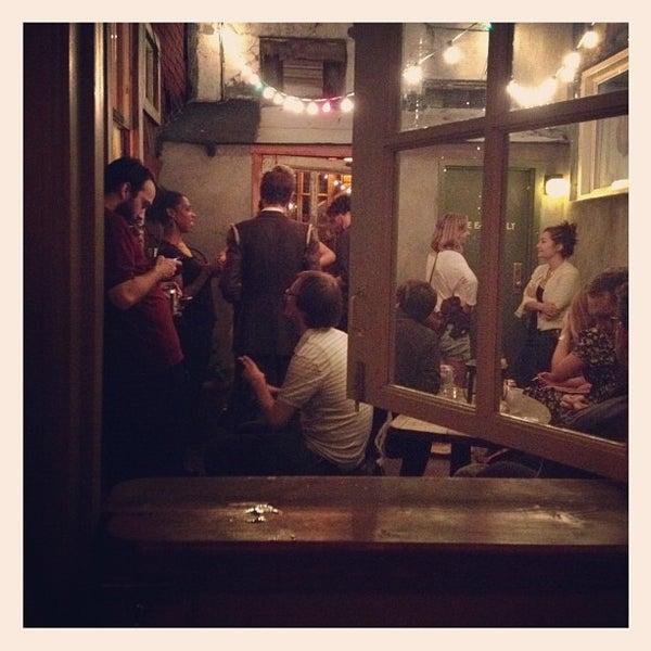 Photo prise au Sunny's par Kate C. le8/25/2012