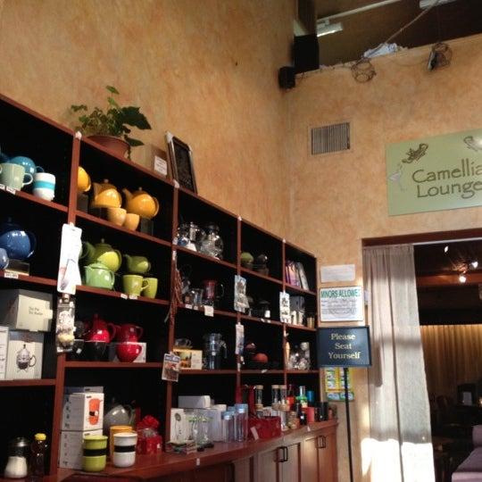 รูปภาพถ่ายที่ Tea Zone & Camellia Lounge โดย Suli C. เมื่อ 8/17/2012