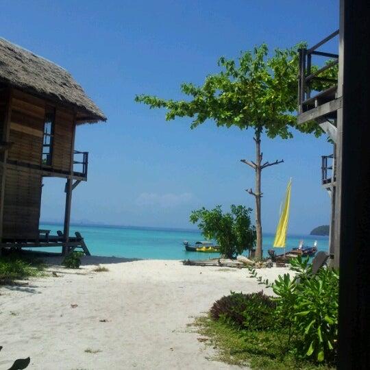 Das Foto wurde bei Castaway Resort von หญิง ย. am 6/16/2012 aufgenommen