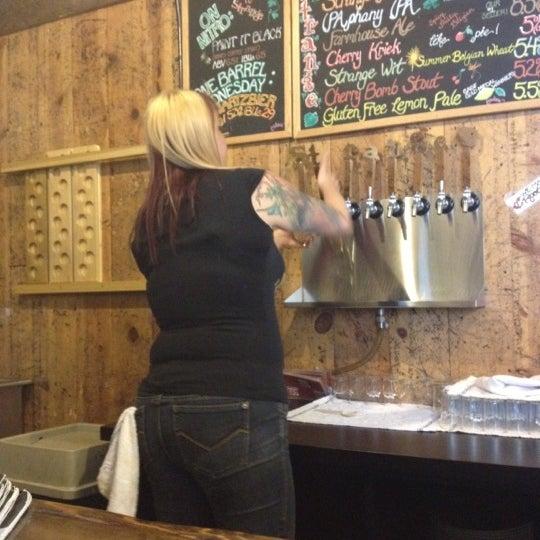 Das Foto wurde bei Strange Craft Beer Company von Shayne S. am 6/28/2012 aufgenommen