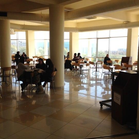 3/5/2012 tarihinde Onur Y.ziyaretçi tarafından Eğitim Sarayı'de çekilen fotoğraf