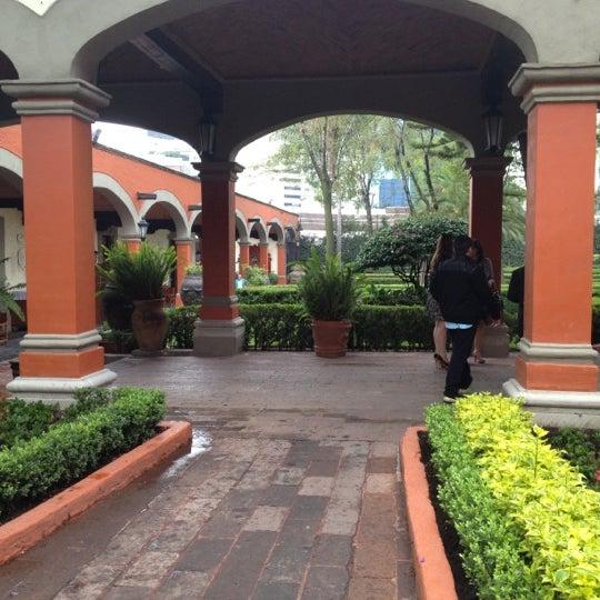 Снимок сделан в Hacienda de Los Morales пользователем Mariana E. 6/23/2012