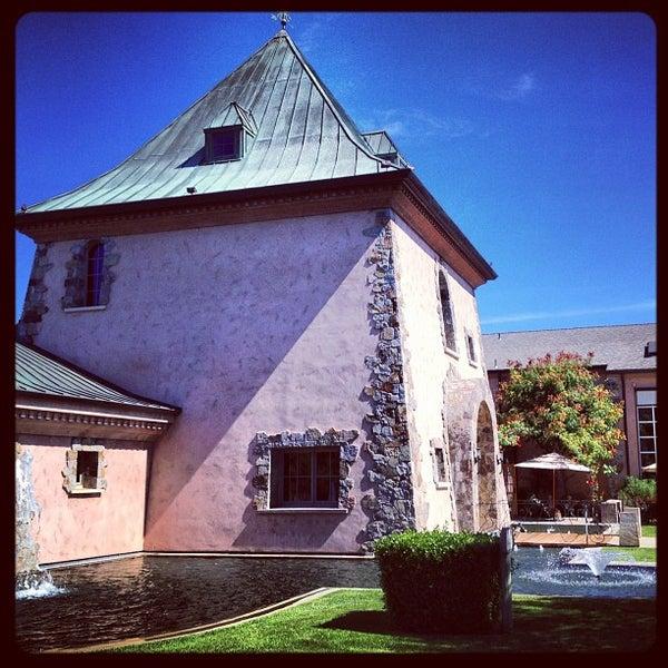 Foto scattata a Peju Province Winery da leeleechicago il 9/8/2012