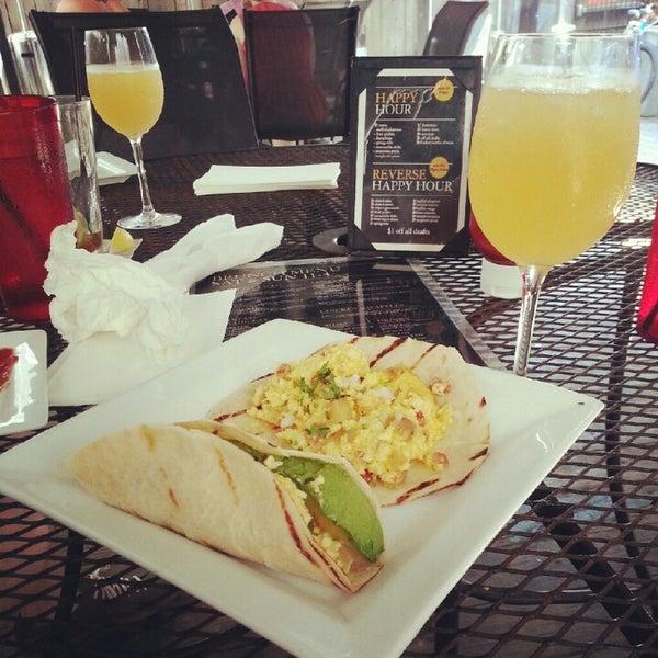 Das Foto wurde bei Royal Oak Bar and Grill von Jacob P. am 8/26/2012 aufgenommen