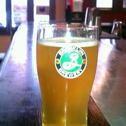 Photo prise au Buddha Beer Bar par D le7/19/2012