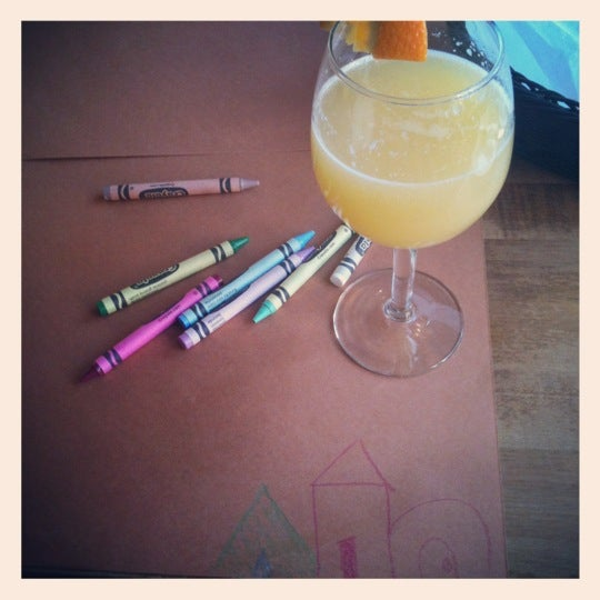 Foto diambil di Ottomanelli's Wine & Burger Bar oleh Tiffany K. pada 3/11/2012