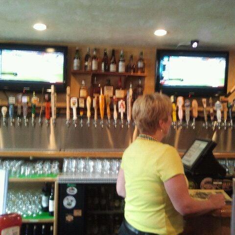 Photo prise au Horseshoe Pub & Restaurant par Jeff N. le2/22/2012
