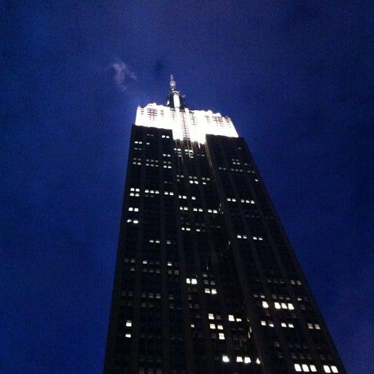 Foto diambil di VU Bar NYC oleh Boomie R. pada 6/14/2012