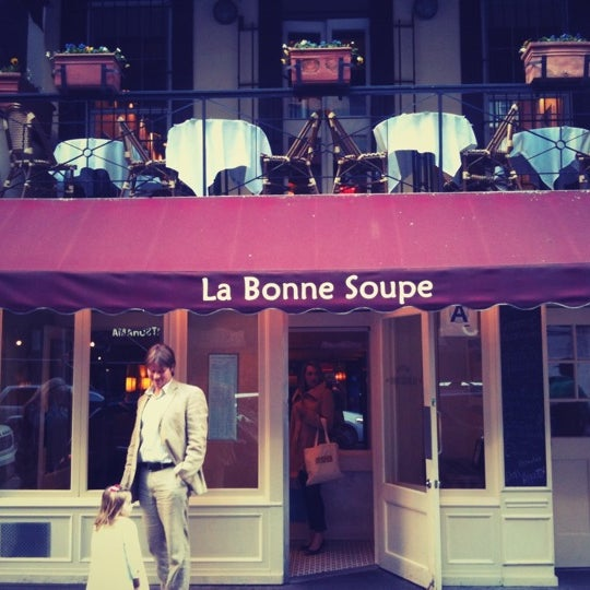 Снимок сделан в La Bonne Soupe пользователем Danny C. 4/8/2012
