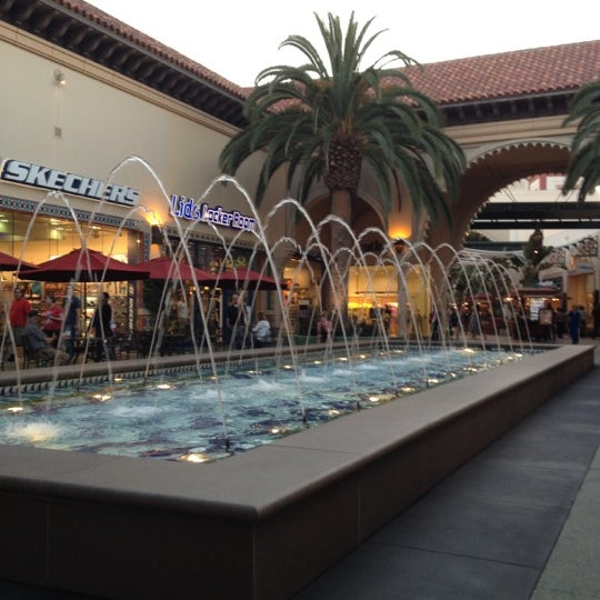 Снимок сделан в Irvine Spectrum Center пользователем Rod V. 5/30/2012