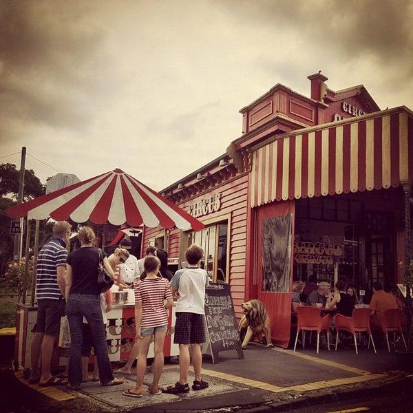 Foto tirada no(a) Circus Circus Cafe por Klim A. em 3/31/2012