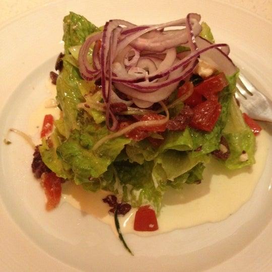 Foto diambil di The Corner Office Restaurant & Martini Bar oleh Carl S. pada 5/11/2012
