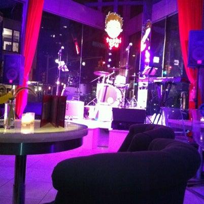 8/5/2012 tarihinde Riks F.ziyaretçi tarafından Toshi's Living Room'de çekilen fotoğraf