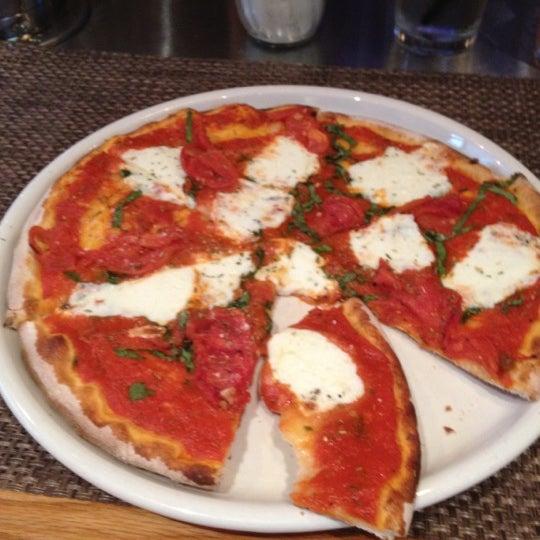 Das Foto wurde bei Matchbox Vintage Pizza Bistro von Chris am 5/7/2012 aufgenommen