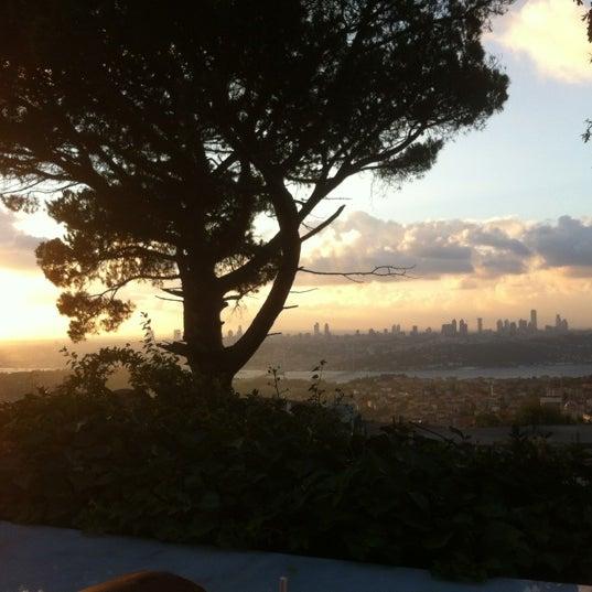 Foto scattata a Desde Cafe & Restaurant da Cüneyt T. il 9/1/2012