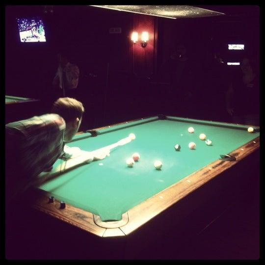 Foto tomada en Society Billiards + Bar por Devin H. el 4/21/2012