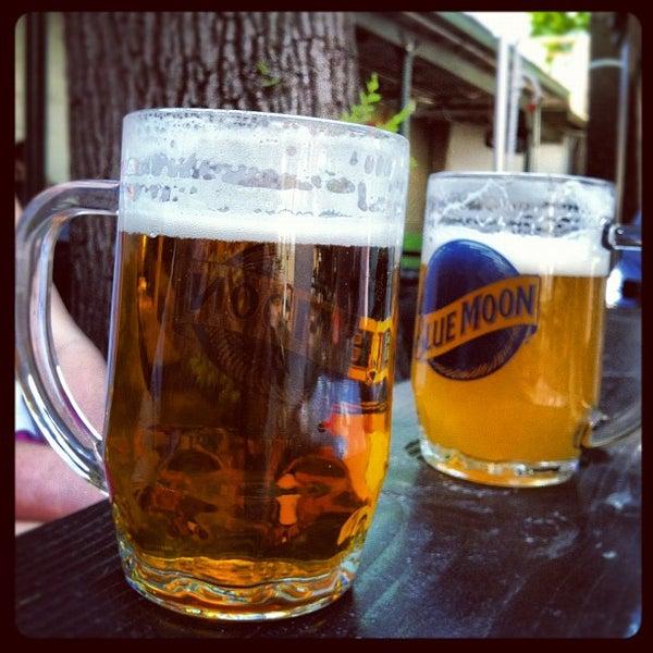 5/20/2012 tarihinde Max B.ziyaretçi tarafından Bohemian Hall & Beer Garden'de çekilen fotoğraf