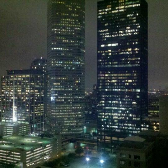 Снимок сделан в Magnolia Hotel пользователем Bobby S. 3/2/2012