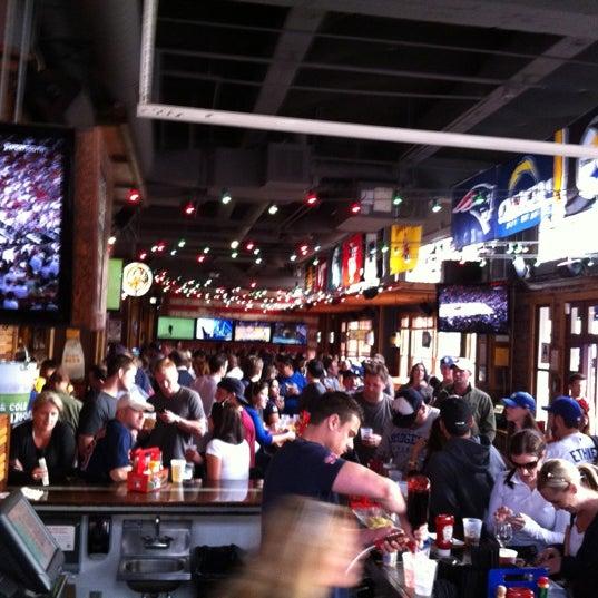 รูปภาพถ่ายที่ Bub's at the Ballpark โดย Dan G. เมื่อ 4/7/2012