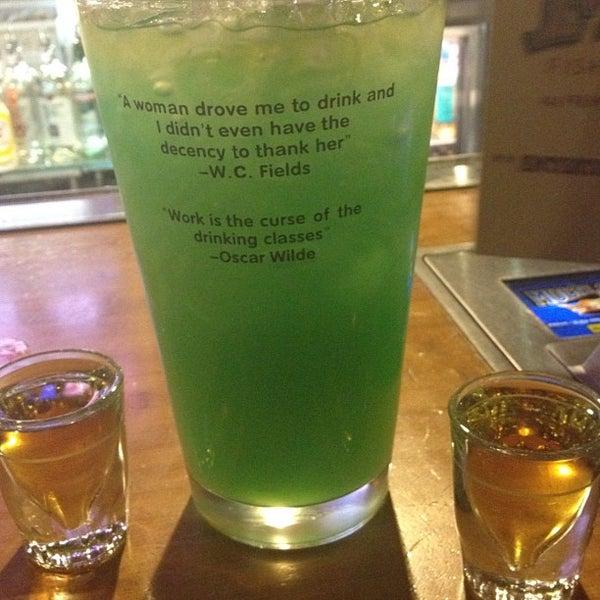 Foto diambil di Mickie Finnz Fish House & Bar oleh Cari F. pada 8/7/2012
