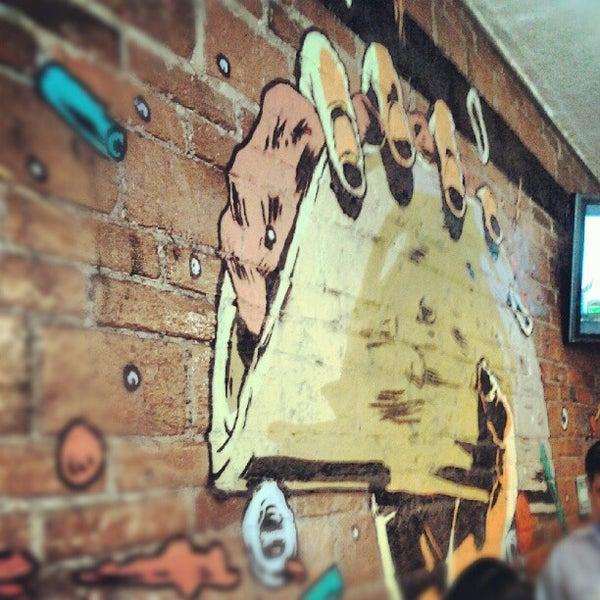 รูปภาพถ่ายที่ Tacos Gus โดย Xavi F. เมื่อ 5/16/2012