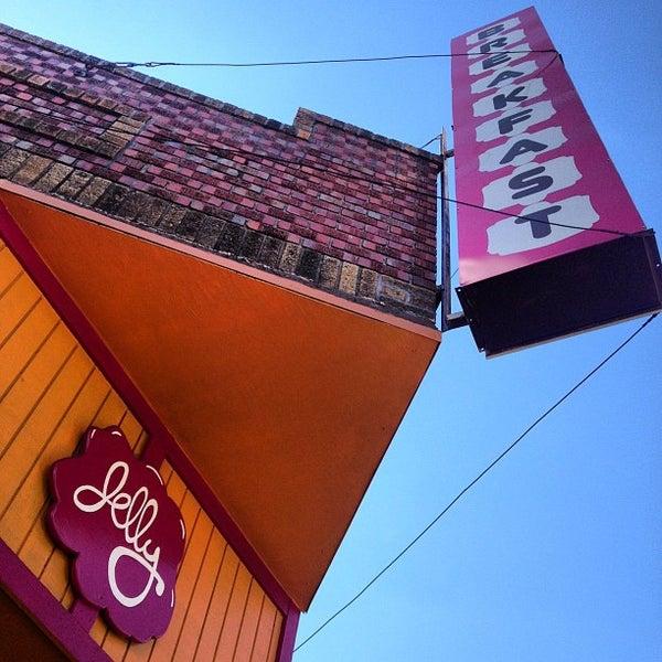 รูปภาพถ่ายที่ Jelly Cafe โดย M. E. เมื่อ 9/4/2012