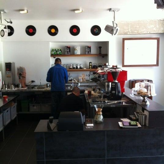 Das Foto wurde bei Elite Audio Coffee Bar von Norbert H. am 5/10/2012 aufgenommen
