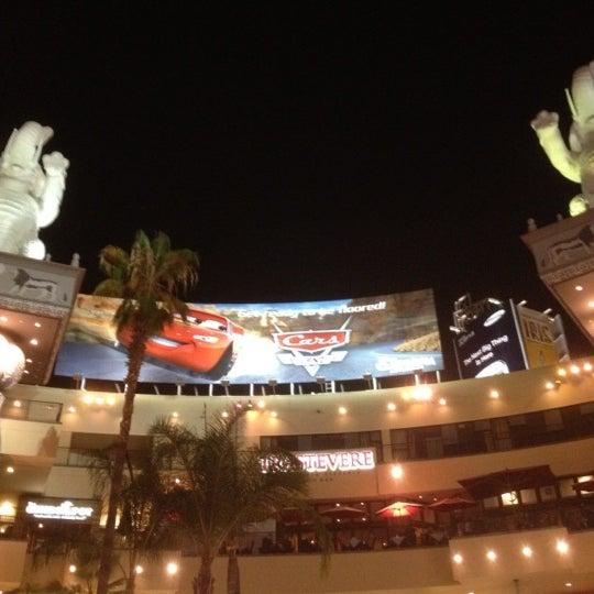 รูปภาพถ่ายที่ Hollywood & Highland Center โดย David A. เมื่อ 8/18/2012