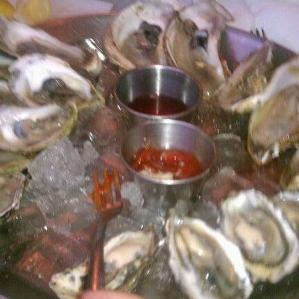 Foto scattata a Hank's Oyster Bar da Matthew M. il 8/22/2012