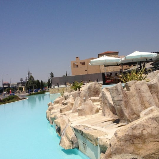 Foto tomada en Mediterranean Cosmos por Theodoros V. el 7/16/2012