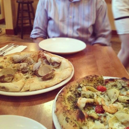 Photo prise au Mia's Pizzas par Tats C. le6/1/2012