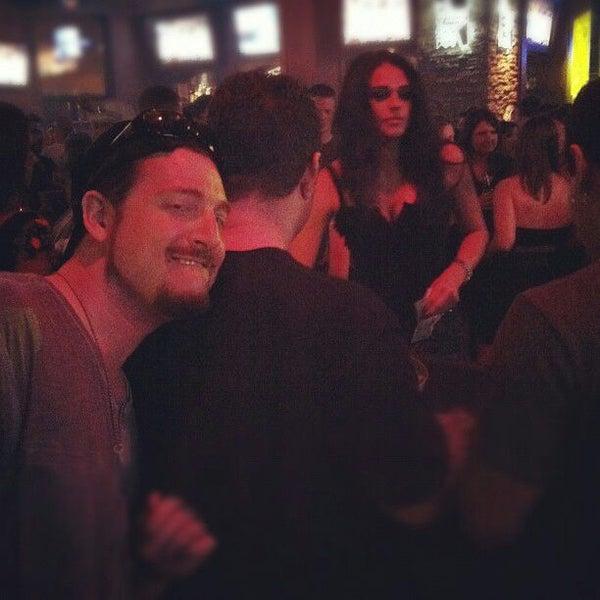5/21/2012에 P. K.님이 Sneaky Pete's에서 찍은 사진