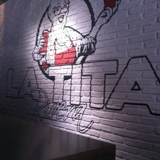 6/24/2012にCarlos B.がLa Tita Riveraで撮った写真