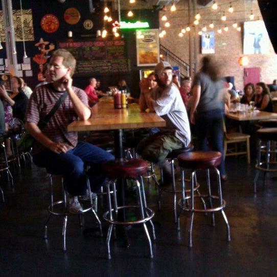 Photo prise au Bottom Lounge par Ivan S. le7/28/2012