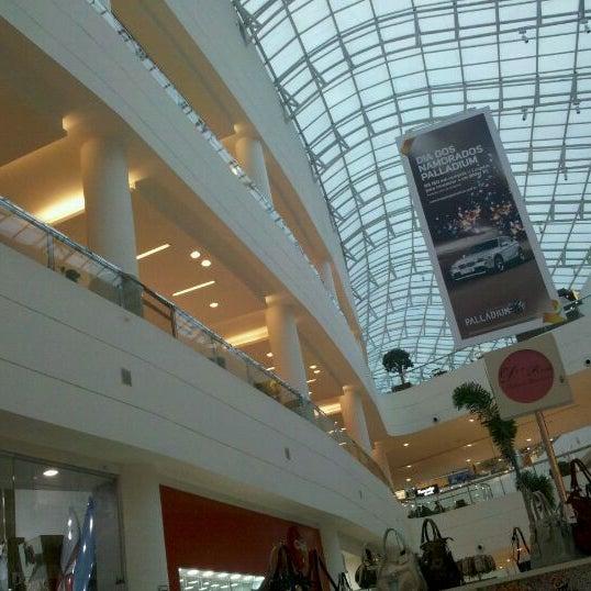 6/6/2012 tarihinde Jenifer S.ziyaretçi tarafından Shopping Palladium'de çekilen fotoğraf