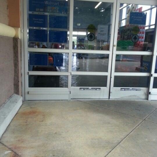 8/1/2012 tarihinde Arnita J.ziyaretçi tarafından Walmart'de çekilen fotoğraf
