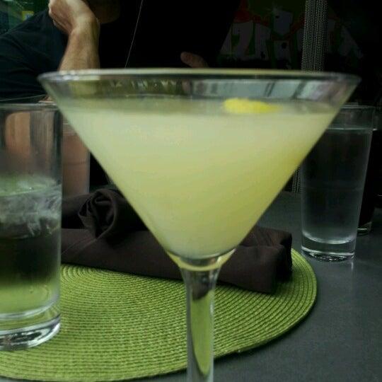 Foto diambil di The Corner Office Restaurant & Martini Bar oleh Curtis F. pada 7/7/2012
