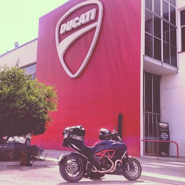 6/25/2012 tarihinde Anton M.ziyaretçi tarafından Ducati Motor Factory & Museum'de çekilen fotoğraf