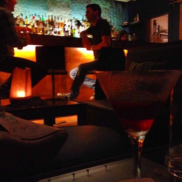 Foto scattata a CINCO Lounge da Clay R. il 5/8/2012
